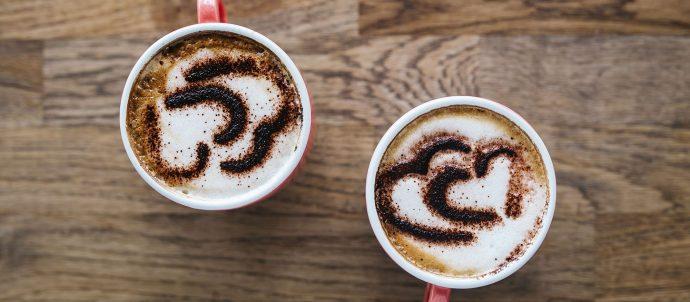 café com...