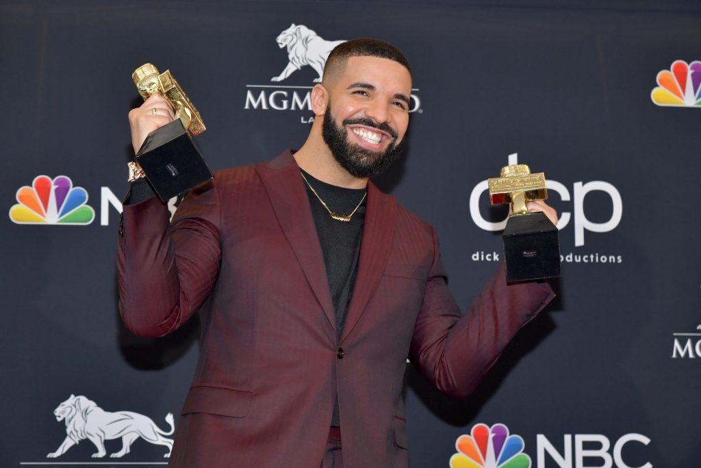 Drake Billboard Record - Camões Rádio - Canadá