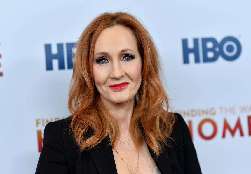 """Fãs de """"Harry Potter"""" viram as costas a J.K. Rowling, a autora dos livros - Camões Rádio"""