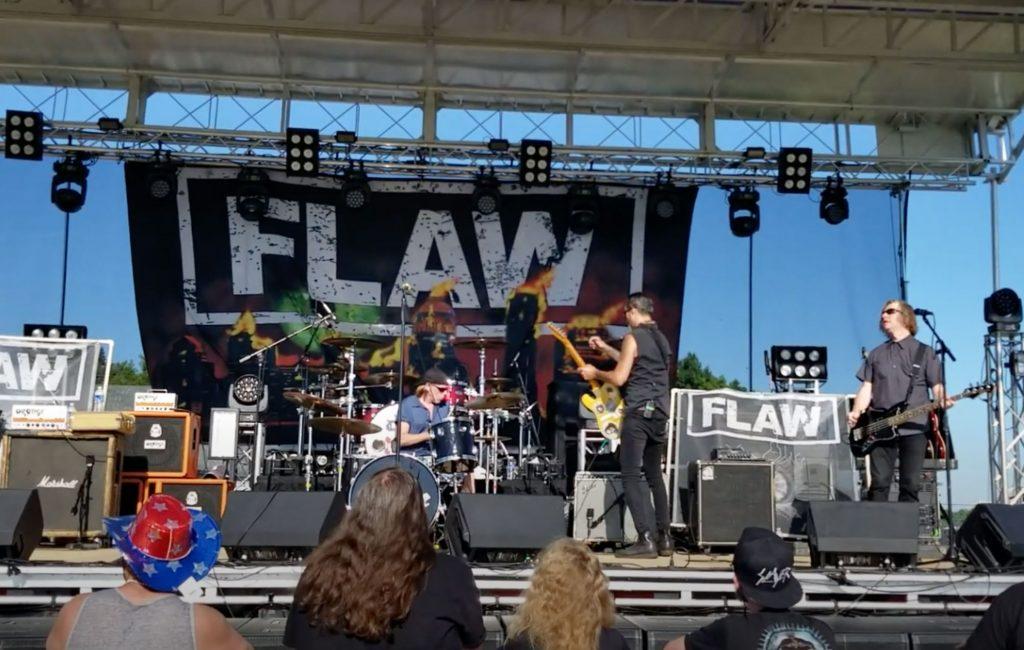 """O polémico """"festival da imunidade de grupo"""" - Camões Rádio - Wisconsin"""