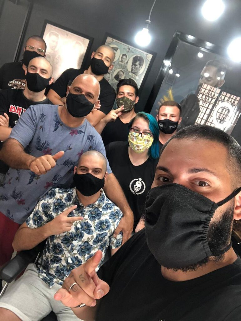 Barbeiros apoiam cliente com cancro - Camões Rádio - Brasil