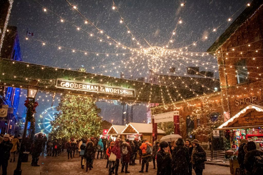 Christmas Market - Camões Rádio - Toronto