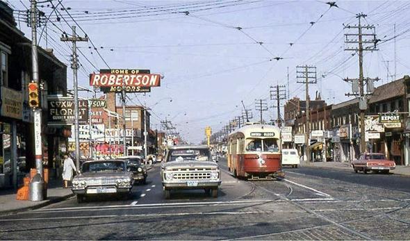 Danforth - Camões Rádio - Toronto