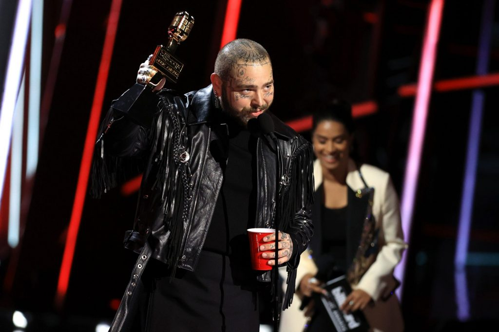 Post Malone no Billboard Music Awards - Camões Rádio - Mundo