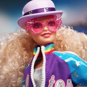 Elton John Barbie - Camões Rádio - Mundo