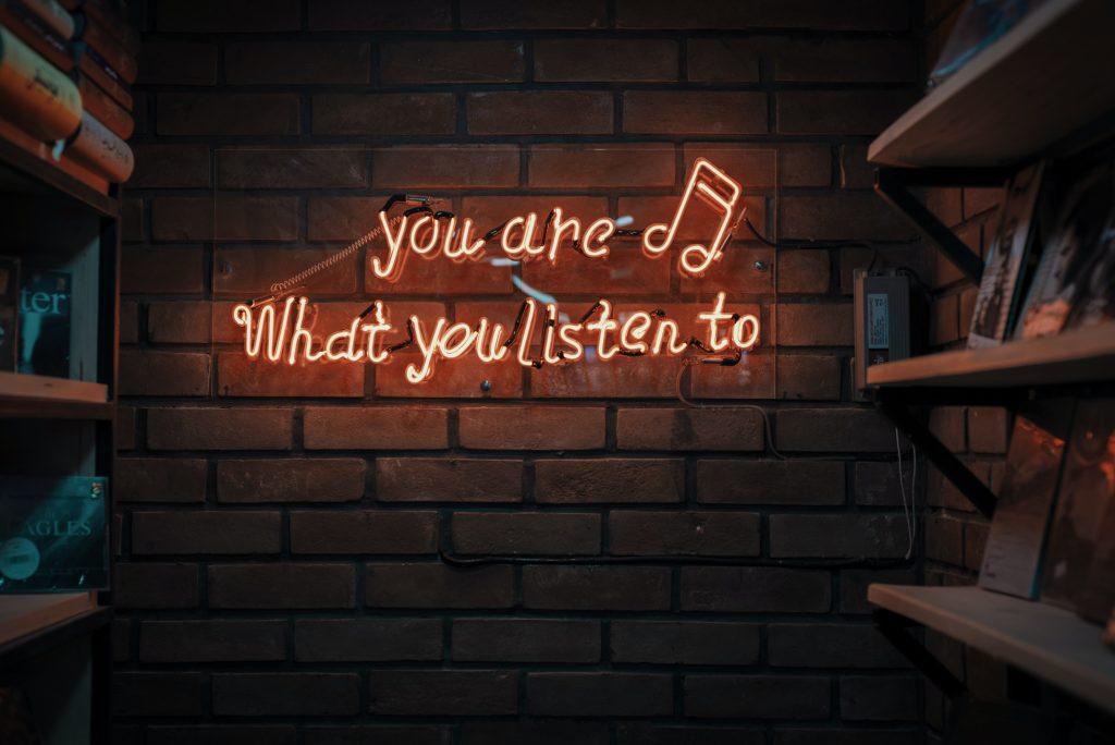 Música Feliz - Camões Rádio - Mundo