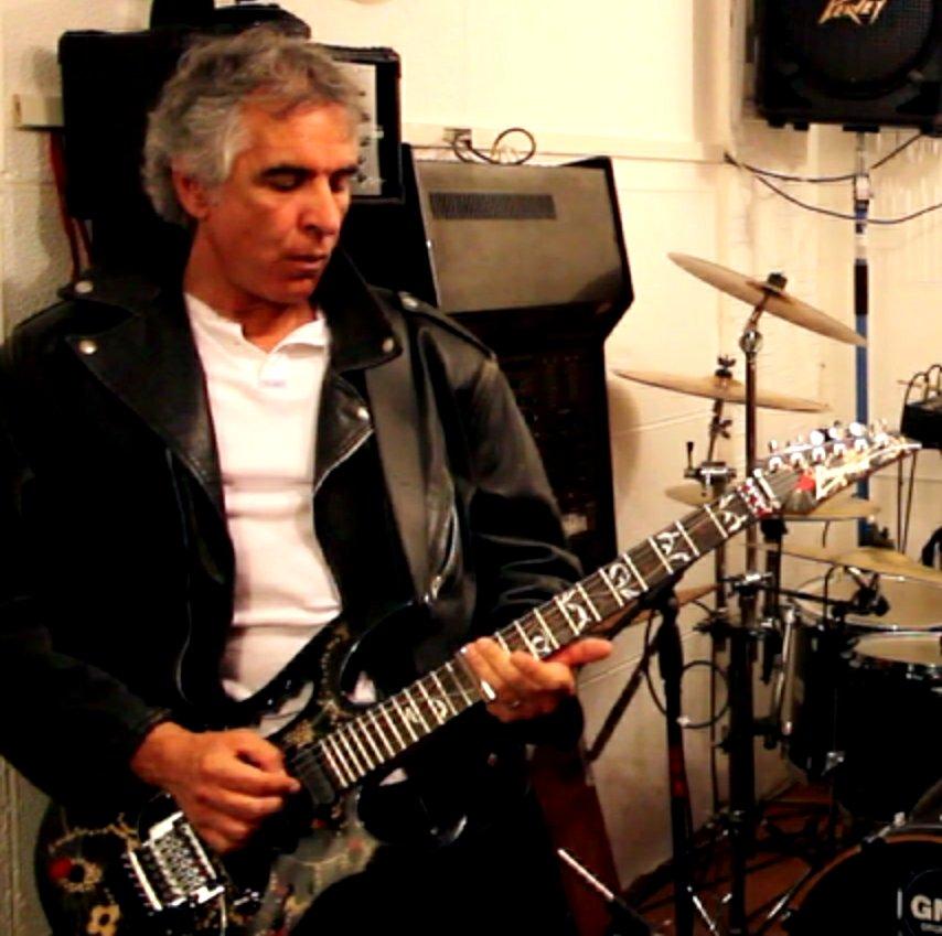 Francis Mann- o antigo guitarrista dos Xutos & Pontapés - Camões Rádio - Mundo