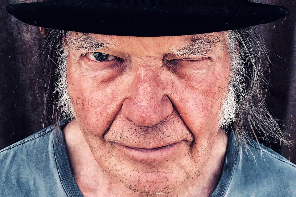 Neil Young - Camões Rádio - MudoNeil Young - Camões Rádio - Mudo