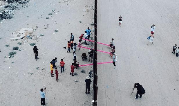 balancé de crianças no Muro do México - Camões Rádio - Mundo