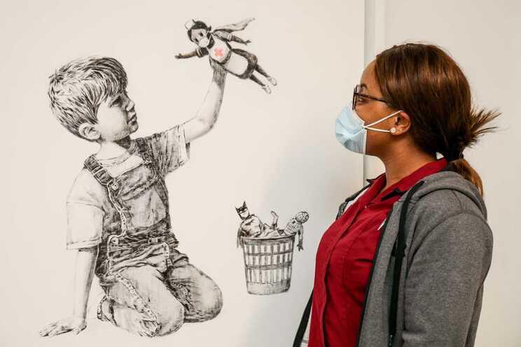 Obra de Banksy bate novo recorde - Camões rádio - Reino Unido