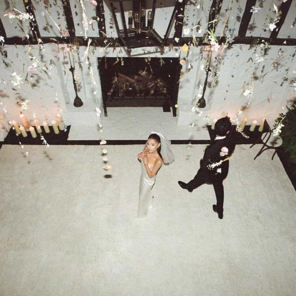Ariana Grande Vestido de Noiva - Camões Rádio - Celebridades