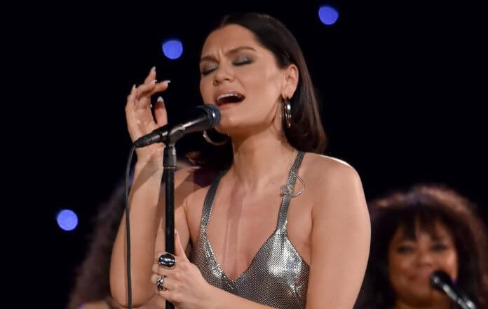 Jessie J enfrenta doença - camões rádio - noticias