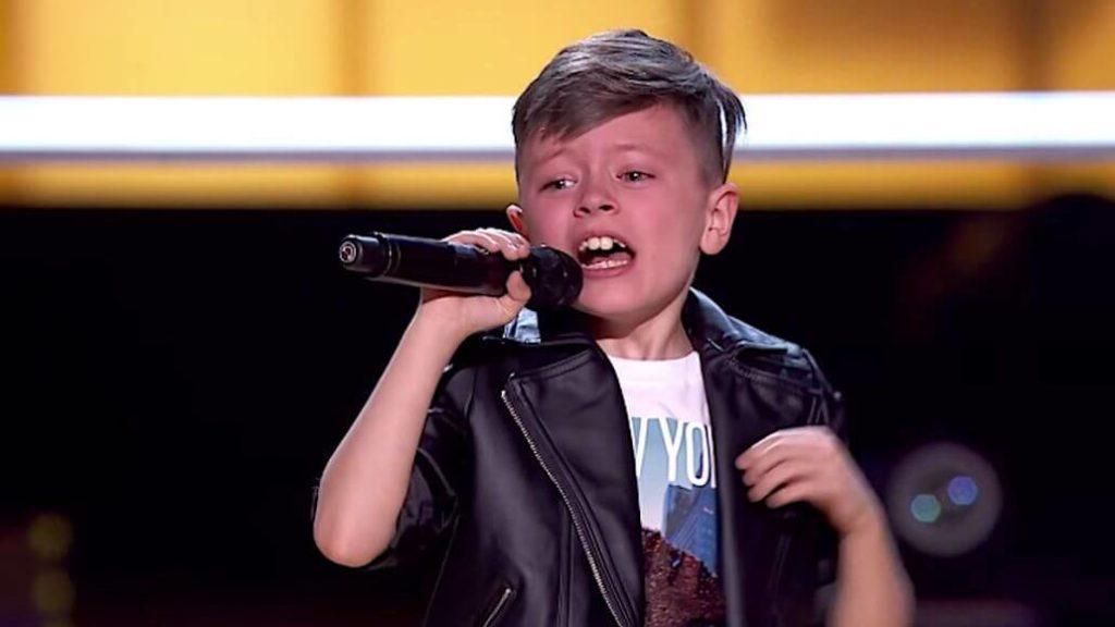 Jesus Del Rio canta Bruno Mars no The Voice Kids - Camões Rádio - Espanha