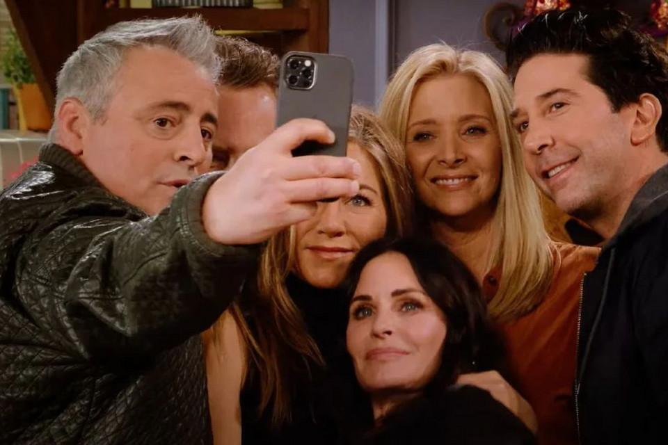 """Quanto ganharam os atores de """"Friends"""" - camões rádio - TV serie"""