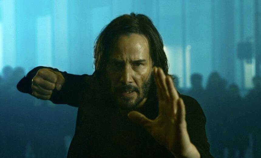 Keanu Reeves em _The Matrix Resurrections_ - Camões Rádio - Filmes
